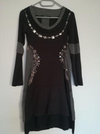 Śliczna sukienka materiałowa wyszczuplająca S/M