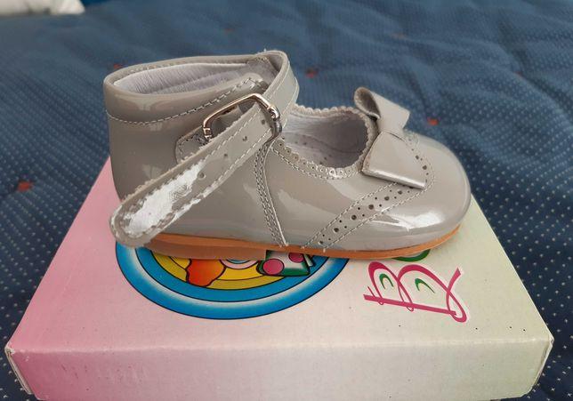 Calçado menina tam. 19 (2 modelos) - (como novos)