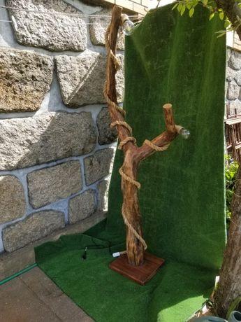 candeeiro artesanal de pé madeira