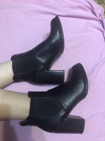 Ботинки на каблуке. Челси на каблуке