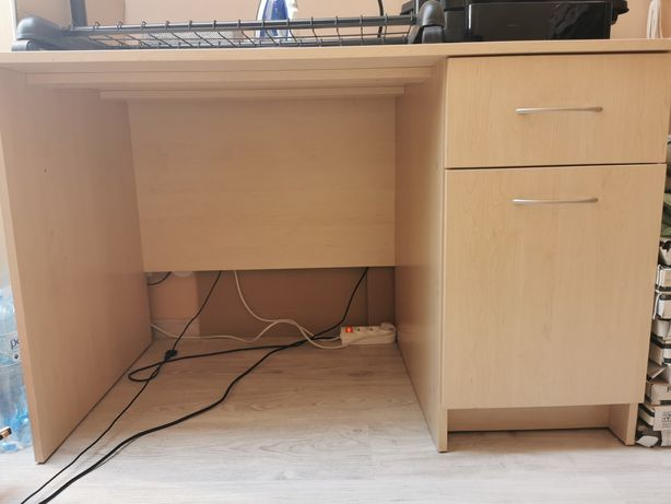 Duże solidne wysokie  biurko, płyta, 120 cm x 70
