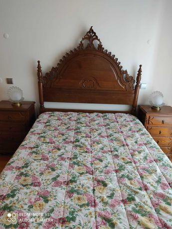 Mobília de Quarto (cama, comoda, espelho, mesas cabeceira, 2 cadeiras)