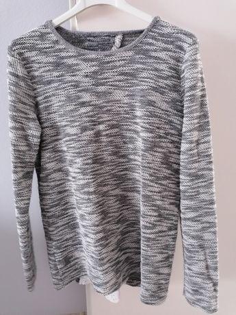 Sweterek ze srebrną nitką