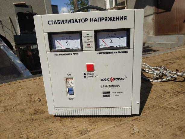 Продам стабилизатор напряжения LOGICPOWER LPH-3000 RV. 2500 гривен.