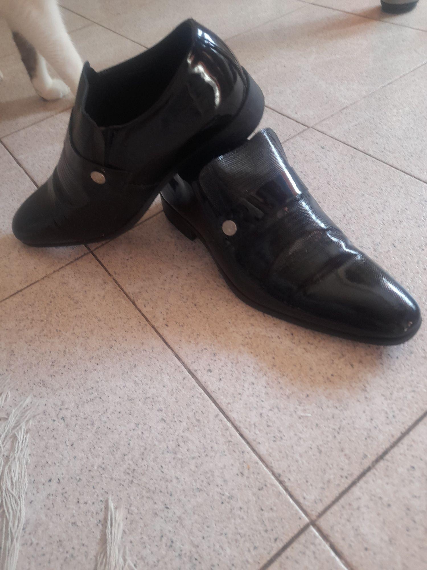 Sapato preto em verniz nr38