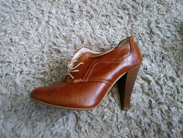 Sprzedam buty damskie na wysokim obcasie