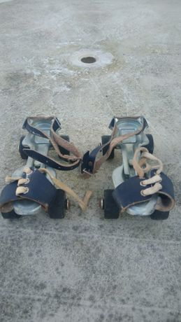 Vendo este par de patins para criança