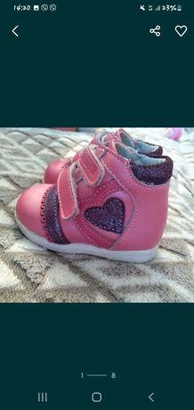 Ботиночки и туфельки 17размер 2 пары