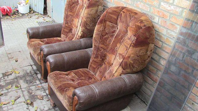 Продам два мягких кресла.