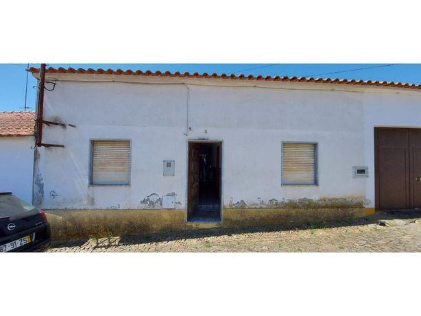 Vende-se Moradia T2 em Torre de Coelheiros, junto a Evora
