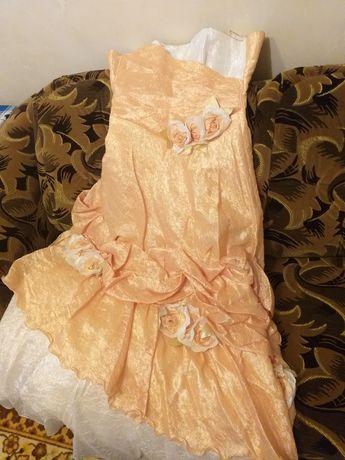 Платье  бальное с кругами