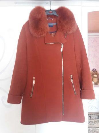 Пальто зимове кірпічного кольору. 52-54 розмір.