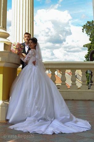 Весільна сукня XS-S з шлейфом