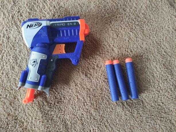Pistolet nerf 3 strzałowy