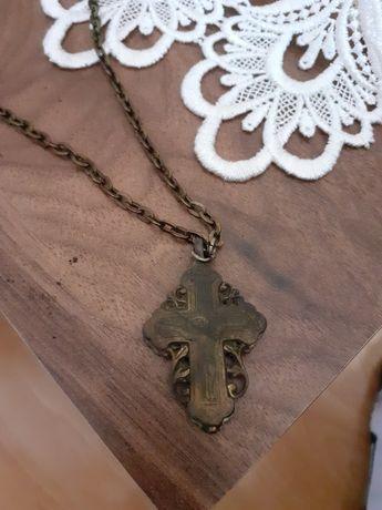 Zabytkowy naszyjnik w kształcie krzyża otwierany