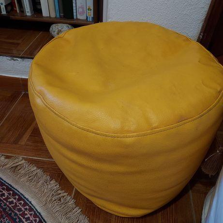 Puff amarelo de napa