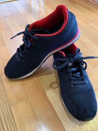 Кросівки 39 розміру