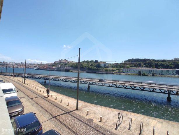 Apartamento T5 com vista para o Rio Douro no Porto