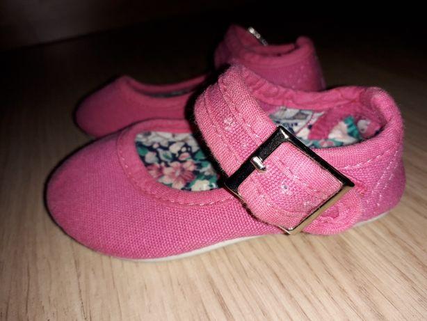 Босоножки, сандали, тапочки, пинетки для девочки младенца