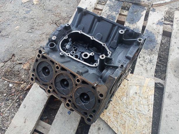 Двигатель, блок Audi А6С5 2.5тді