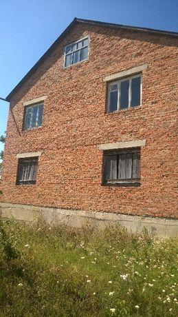 Недобудований будинок зсараєм 6 на 12 в якому є жила літня кухня в