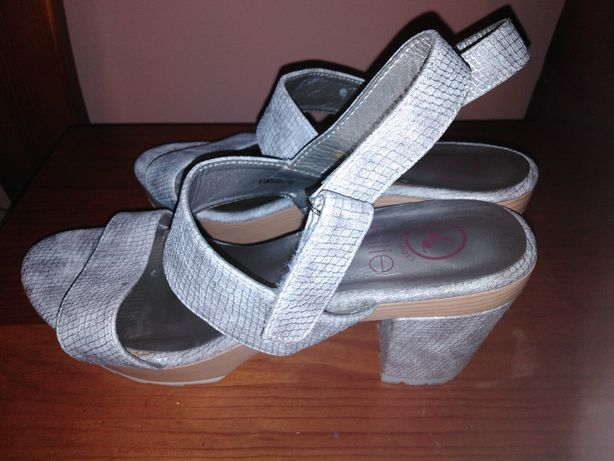 Sandália prateada 40