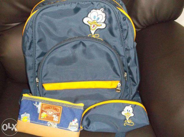 Conjunto de mochila e estojo