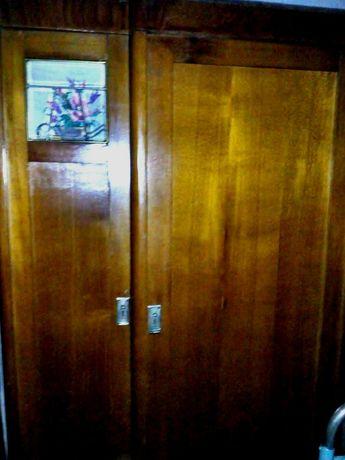 Продам старинный ретро деревянный шкаф-гардероб.