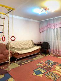 3-х кімн кварт. 72м кв. вул.Руська,.кімнати окремі, не кутова, є ліфт.
