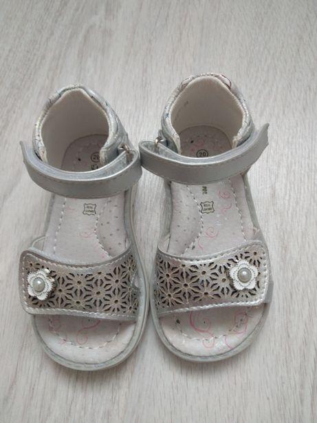 Босоножки, сандали, тапочки, обувка, томики
