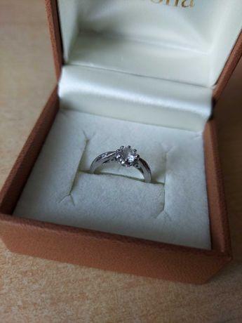 Pierścionek srebrny 925 - śr. 16 (rozm. 9)