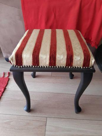 Stary tapicerowany stołek taboret  pufa antyk retro
