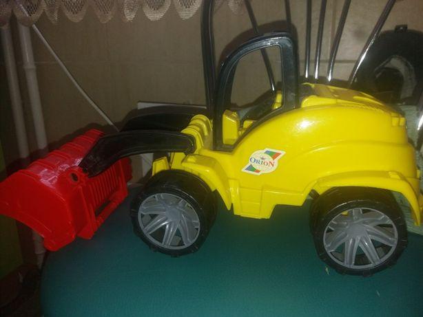 Екскаватор трактор