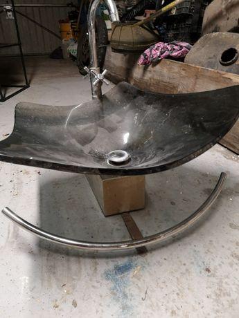 Umywalka łazienkowa szklana z baterią