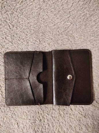 Wojas Cienki portfel męski w kolorze ciemnego brązu