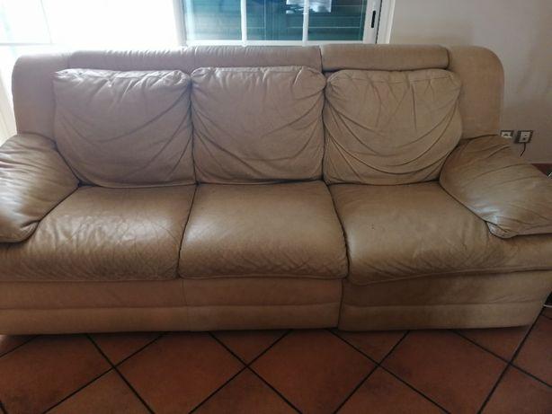 2 Sofás de pele Divani/ Natuzzi, 3 lugares 1 cama e outro 1 rebatível