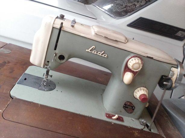 Машинка швейная ножная. Чехославакия.
