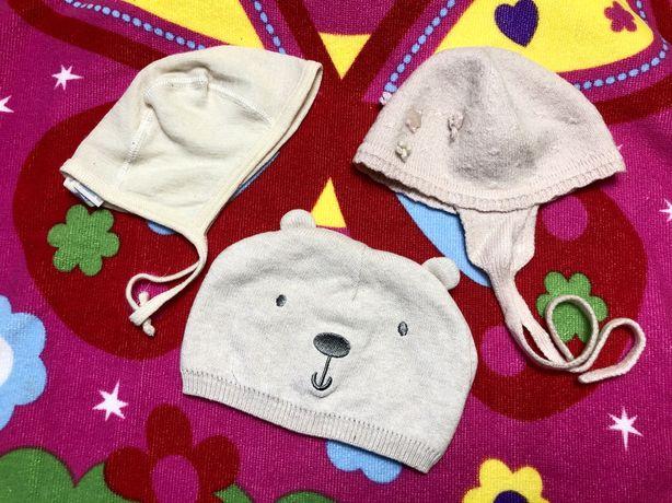 Демисезонная шапка на малыша 3-6 месяцев