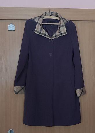 Wiosenny płaszczyk z piękną dużą chustą
