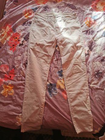 Białe spodnie 44