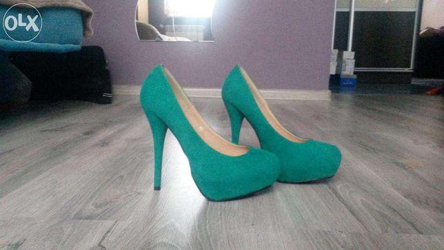 Piękne buty na obcasie / zielone czółenka rozmiar 38