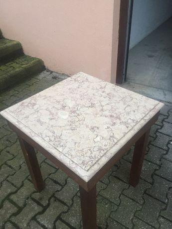 Mesa com tampo de pedra