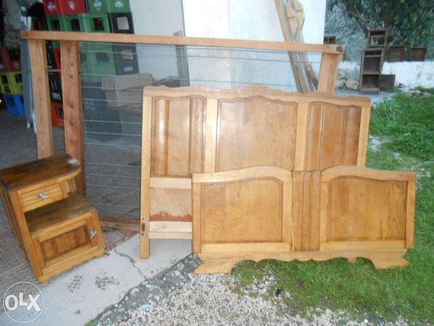 Cama antiga e mesinha de cabeceira bom estado