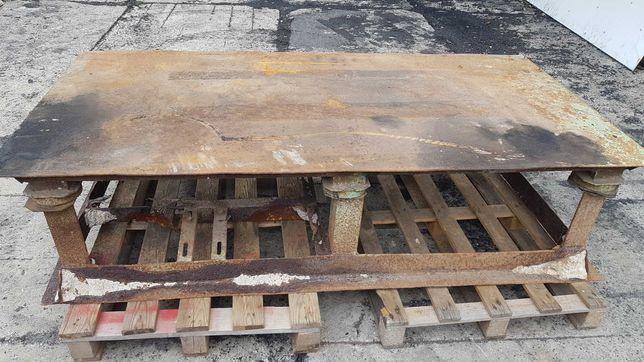 Stół do wibrowania betonu.