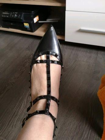 Nowe buty czółenka rozm 40 Caragioya