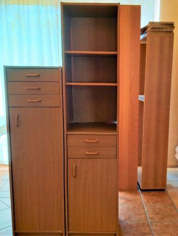 Wysoka szafka-regał z szufladami