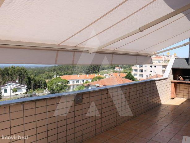 Apartamento T2 em Vila de Cucujães