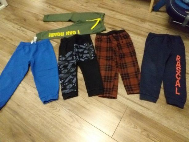 Spodnie chłopięce dresowe 104
