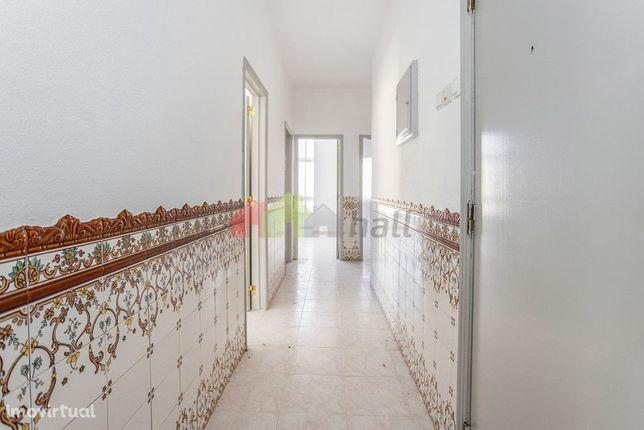 Apartamento T2 2º andar  na Baixa da Banheira, perto da Zona Ribeirinh