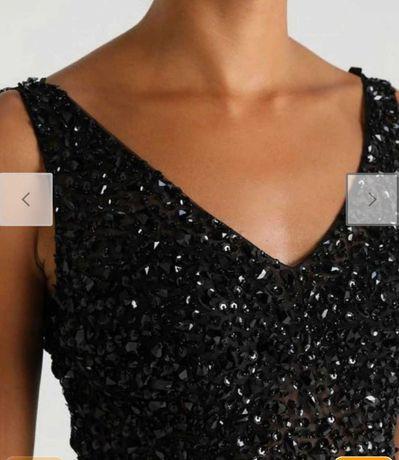 Bogato zdobiona suknia